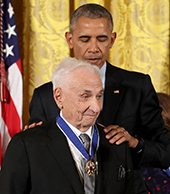 image of Frank Gehry receiving Presidential Medal Of Freedom