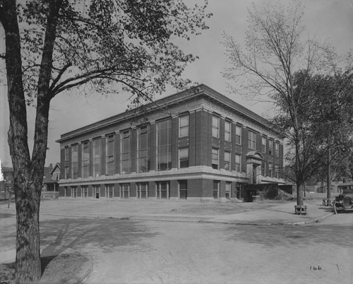Photo from the year 1917 of the School of Dental Medicine, located on Adelbert Road in Cleveland Ohio.