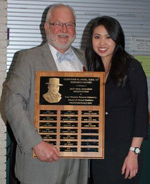 Lauren Thai receiving Guenther M.Hans award from Dr. Hans