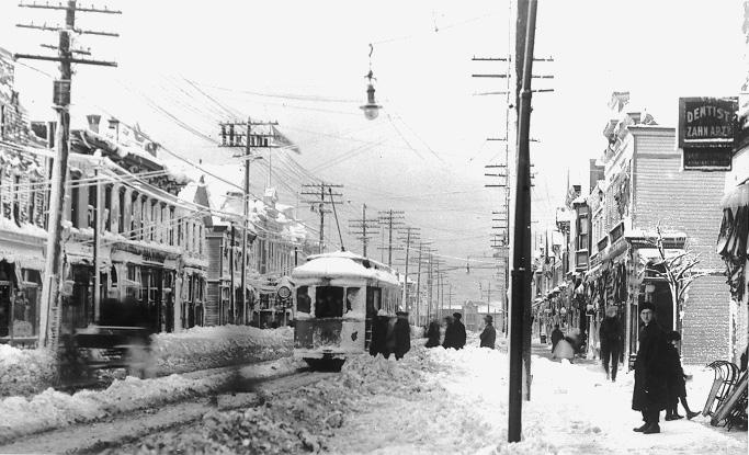 Snow piles from the blizzard of 1913 impede traffic on West 25 Street. WRHS