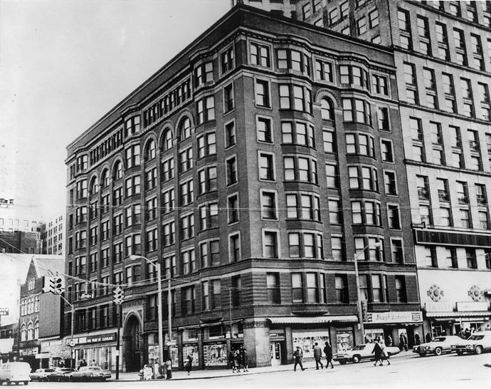 The Cuyahoga Building on Public Square, designed by Daniel H. Burnham and erected in 1893, was placed on the National Register of Historic Places in 1975. Cleveland Press Collection, CSU Archives.