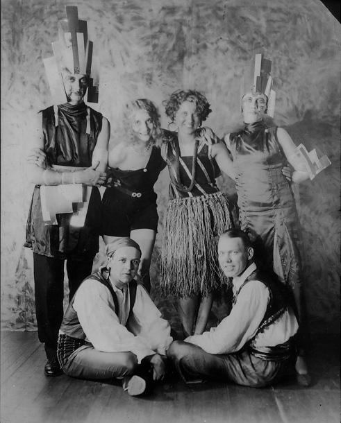 Edris Eckhardt and Kokoon Club cohorts at the 1929 Bal Masque. Courtesy of the Cleveland Artists Foundation.
