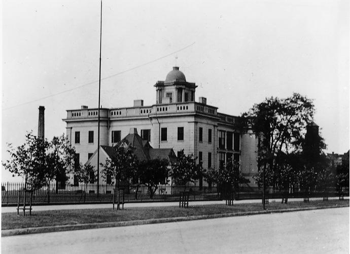 The U.S. Marine Hospital at Lakeside and E. 9th St., 1915. WRHS.