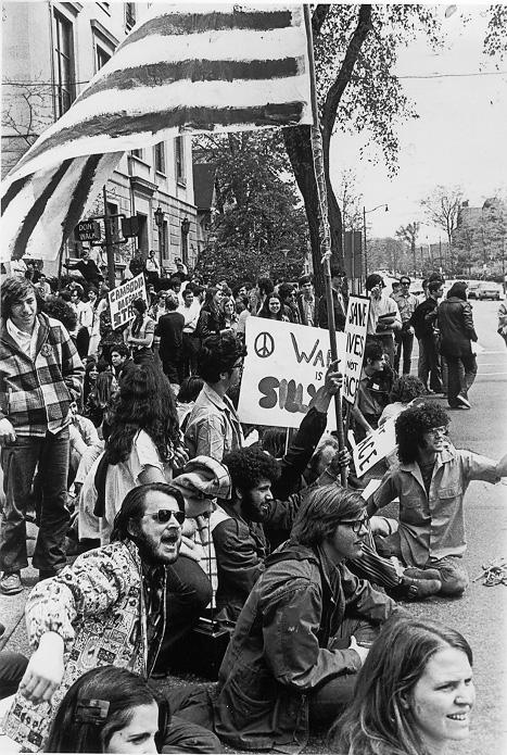Demonstrators along Euclid Ave. on the campus of CWRU protest U.S. involvement in Southeast Asia, 1970. CWRU Archives.
