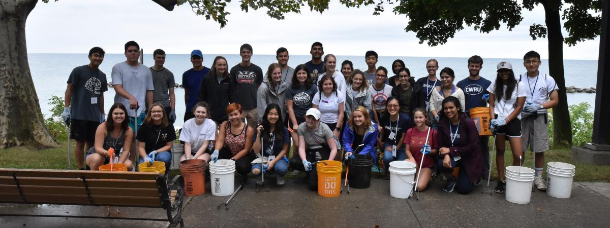 group of CWRU students participating in the CCEL service day event during discover week