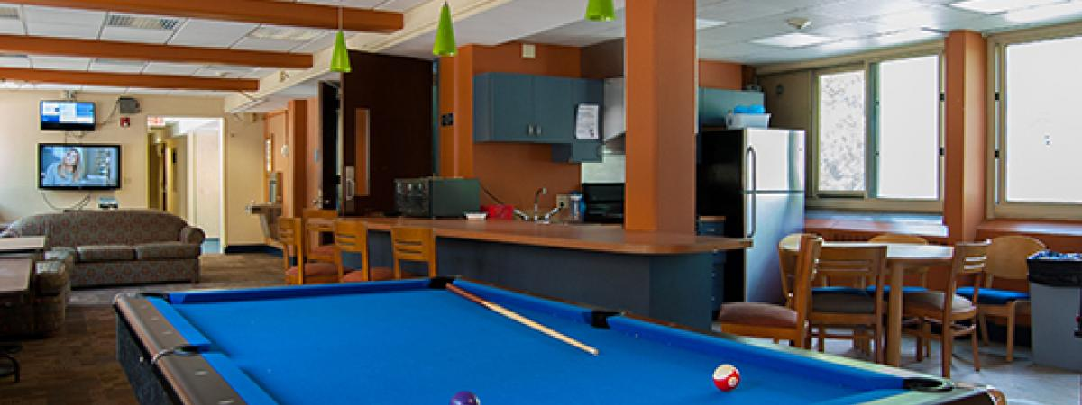 Picture of lounge with pool table in Murray Hill Building