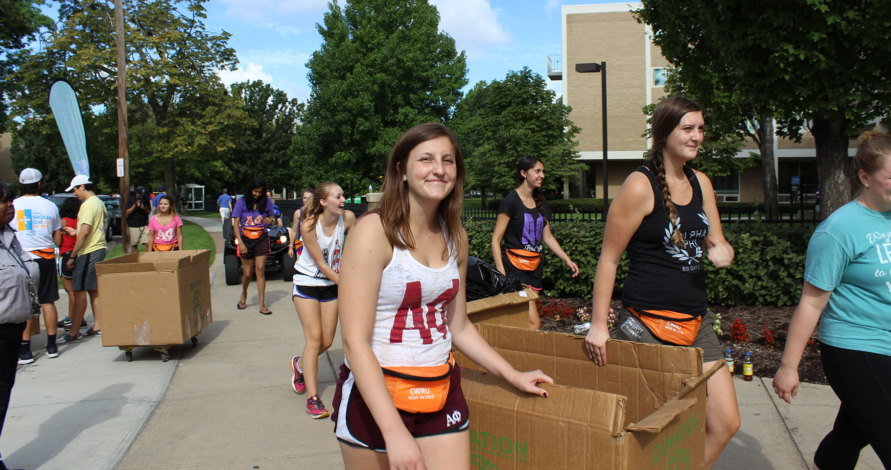 Photo of Students Moving In