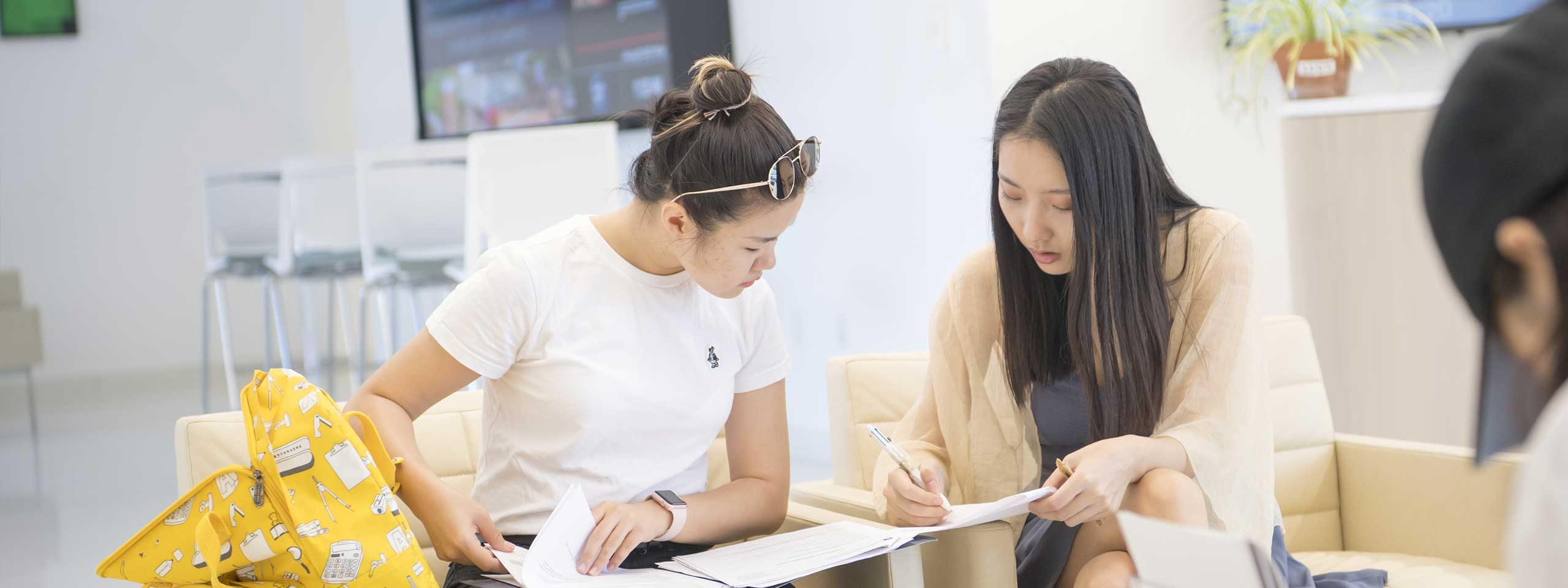Case Western Reserve University One Of The Nations Best Pes 2017 17 Update 2018 Bip Aio Beautiful Indonesia Two Female Students Sitting In Mandel School Working On Assignment