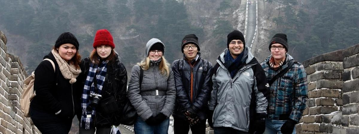 six case western reserve university aw students standing on the great wall of china