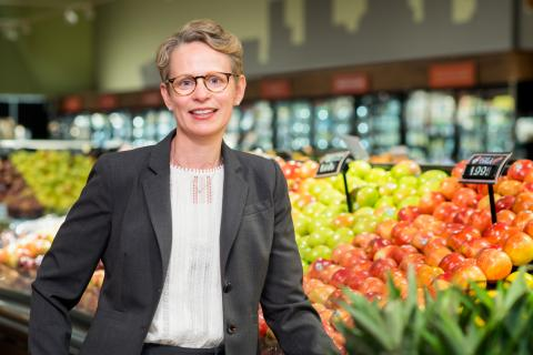 Image of Darcy Freedman in the produce section of a grocery store