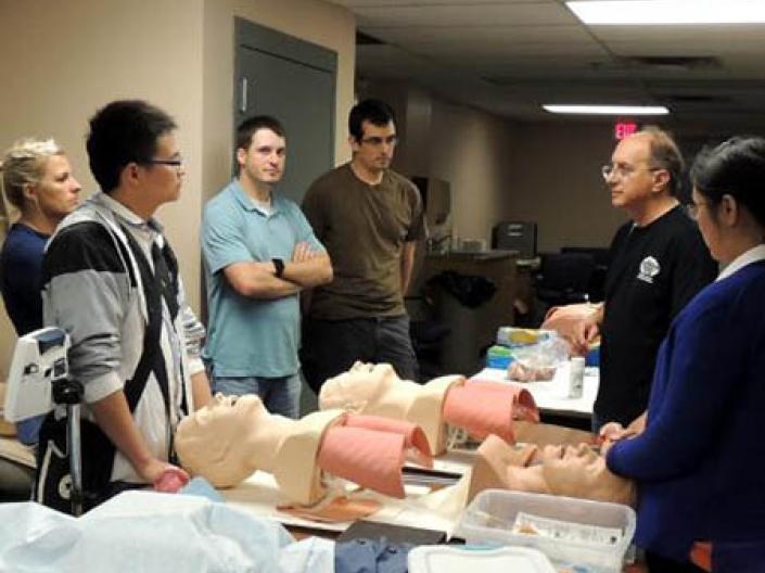 Picture of CWRU-Metro students working on CPR dummies.