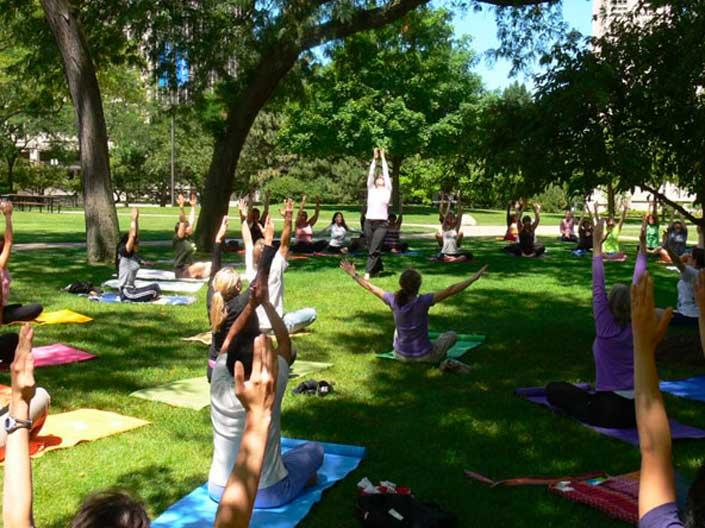 An outdoor yoga class at Case Western Reserve University